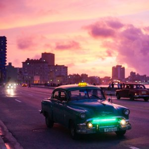 Cuba habana carro viejo malecon